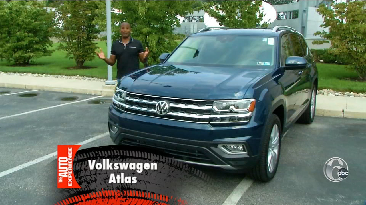 Ducis Rodgers shows off the fun features of the Volkswagen Atlas.