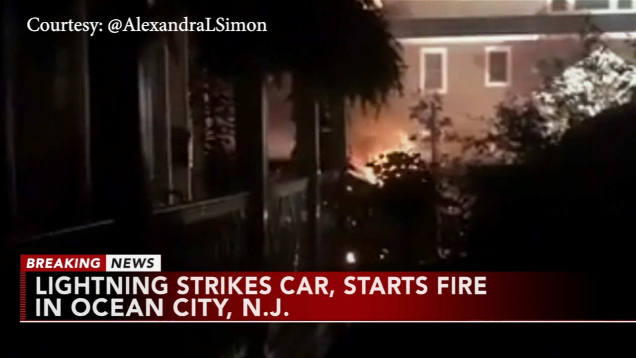 Lightning strikes car, starts fire in O.C. Tamala Edwards reports during Action News Mornings on August 22, 2018.