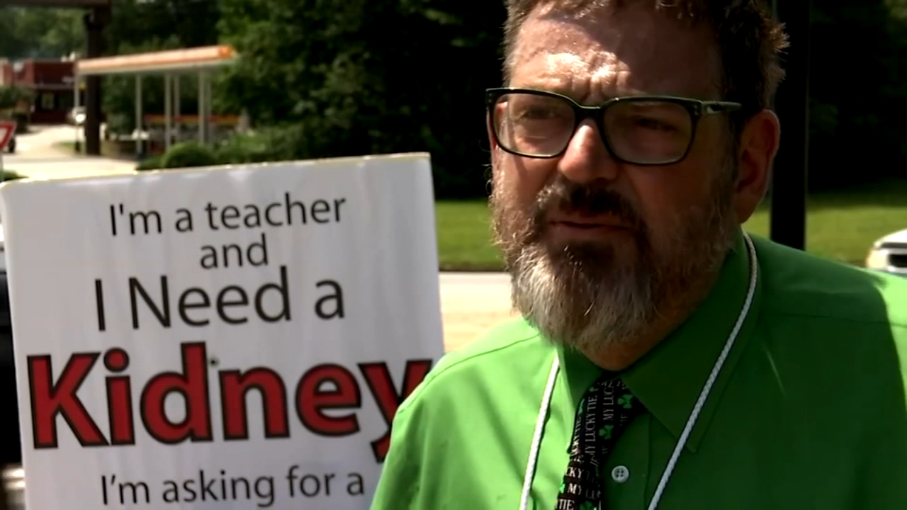 Atlanta teacher takes to highway seeking kidney donor. Brian Taff reports during Action News at 4:30 p.m. on August 22, 2018.