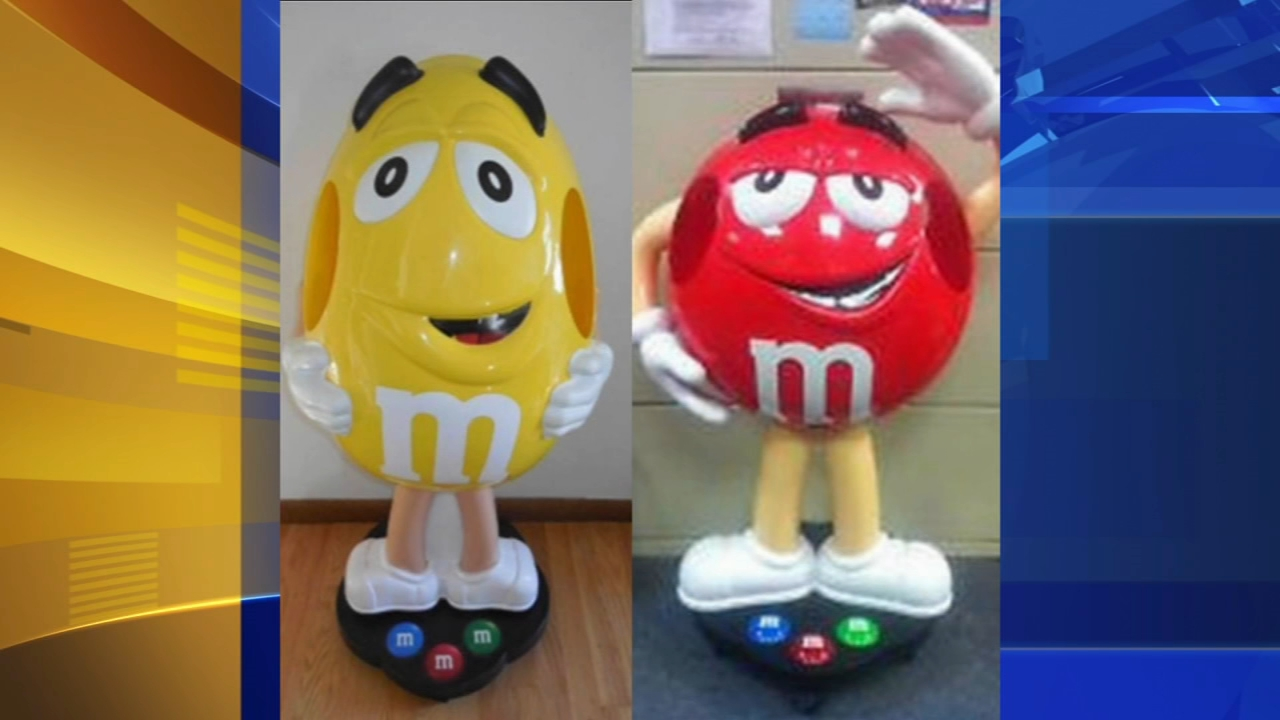 New Jersey State Police search for thief who stole M&M displays in Holmdel. Gray Hall reports during Action News at 9 a.m. on August 25, 2018.