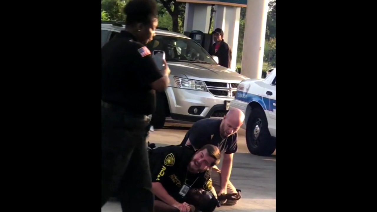 Security guard films officer struggling with suspect as officer pleads for help. ABC News Kayna Whitworth reports during Action News at 9 a.m. on August 25, 2018.