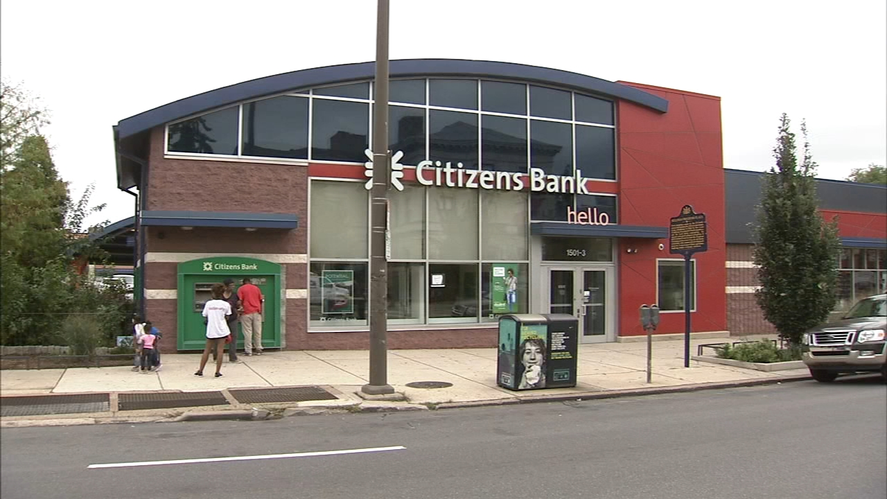 Suspect sought for Citizens Bank robbery in North Philadelphia. Walter Perez reports during Action News at 7 p.m. on September 1, 2018.