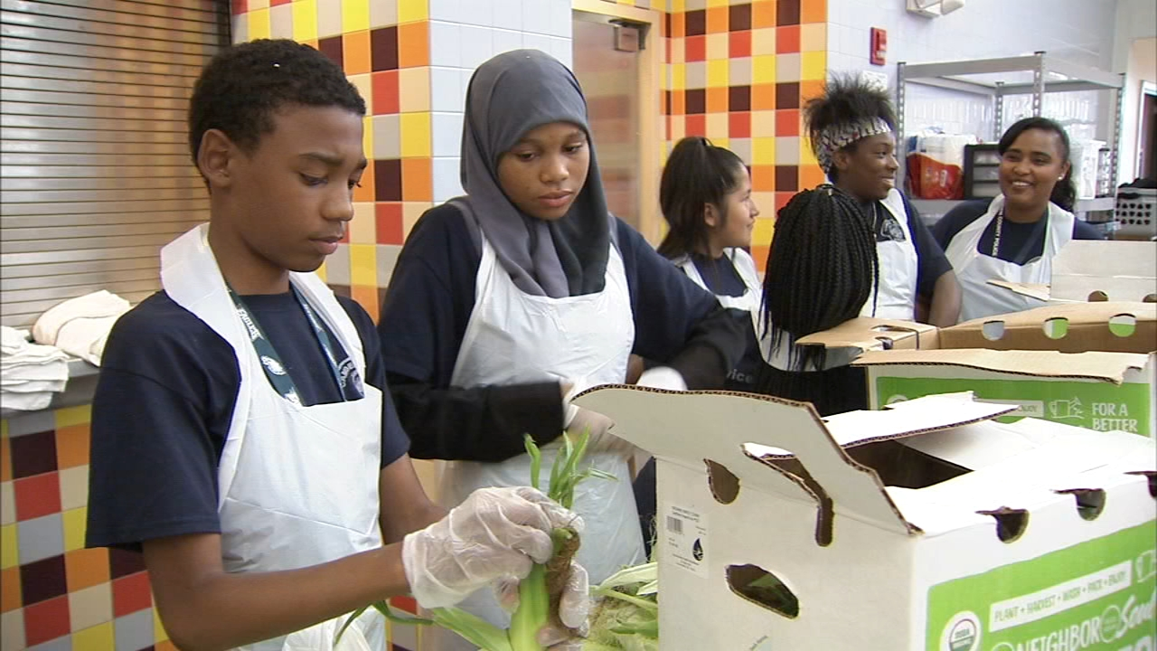 Aspiring police officers step into the kitchen to help those in need. Brian Taff reports during Action News at 6 a.m. on September 2, 2018.