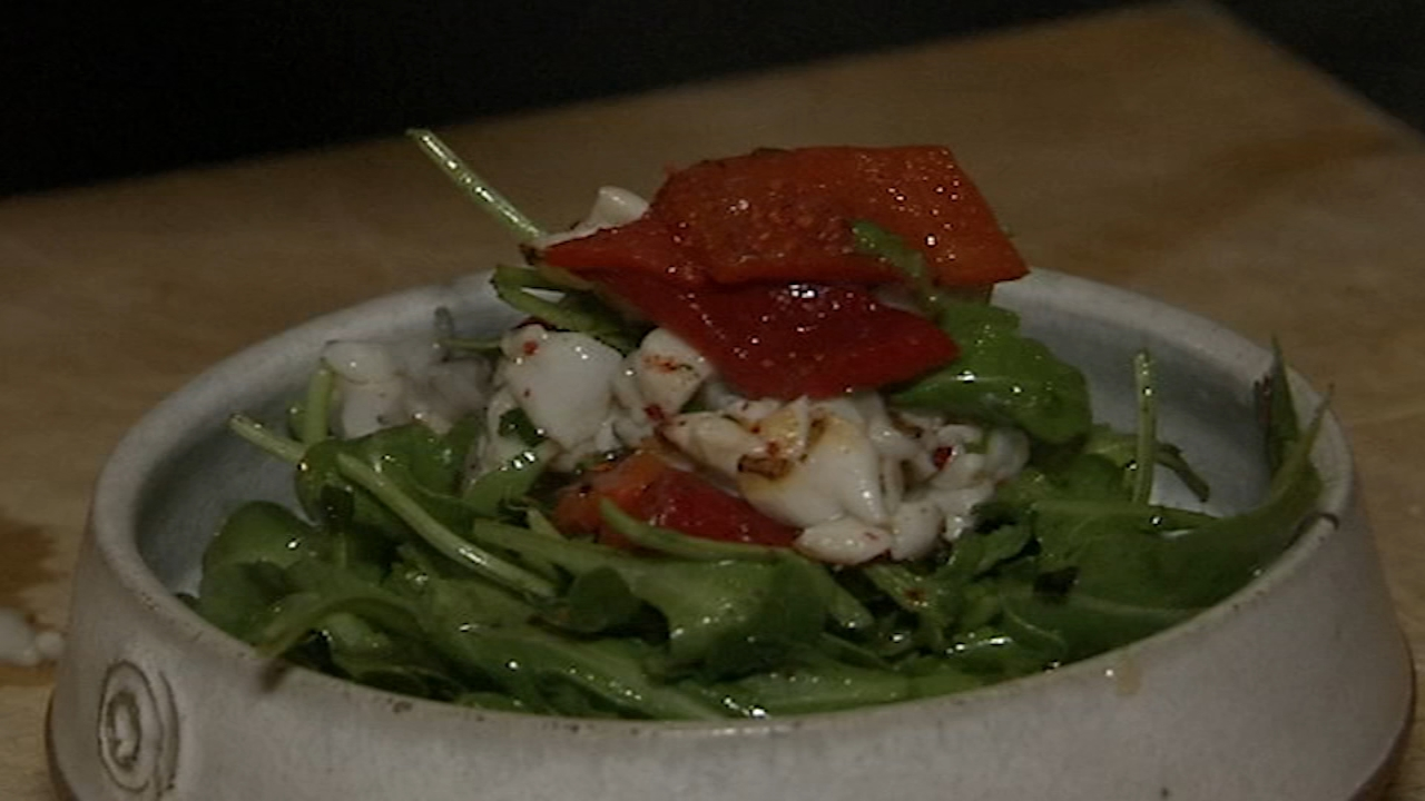 6 Minute Meal and Deal: Olorosos Grilled Calamari Salad. Alicia Vitarelli reports during Action News Mornings on September 5, 2018.