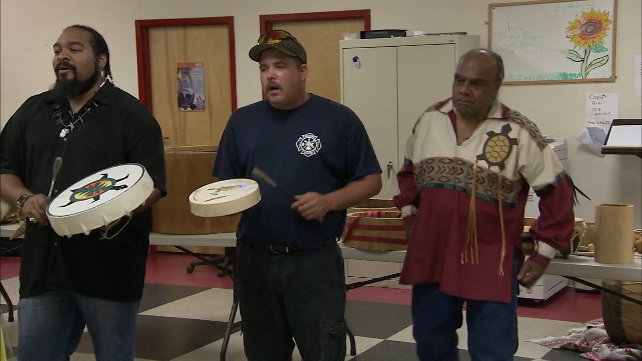 Tamala Edwards introduces a man and his tribe passing along their Lenape history by living it.