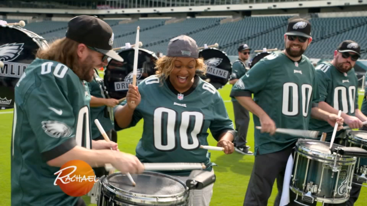 Sunny Anderson joins Eagles Drumline during the Rachael Ray Show on September 21, 2018.