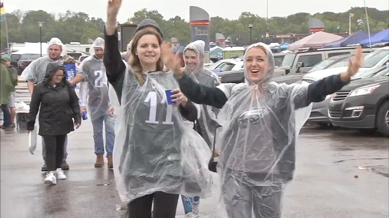 Eagles fans excited for Carson Wentzs return to the field. Bob Brooks reports during Action News at noon on September 23, 2018.
