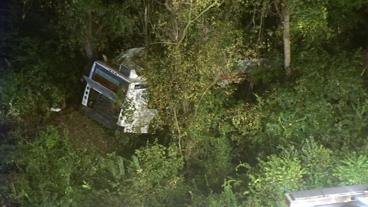 5 injured in SEPTA crash in Montgomery County. Tamala Edwards reports during Action News Mornings on September 27, 2018.