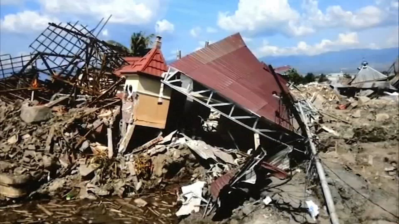 Local Indonesians pray, gather donations for homeland following earthquake as reported by Christie Ileto during Action news at 10 on October 4, 2018.