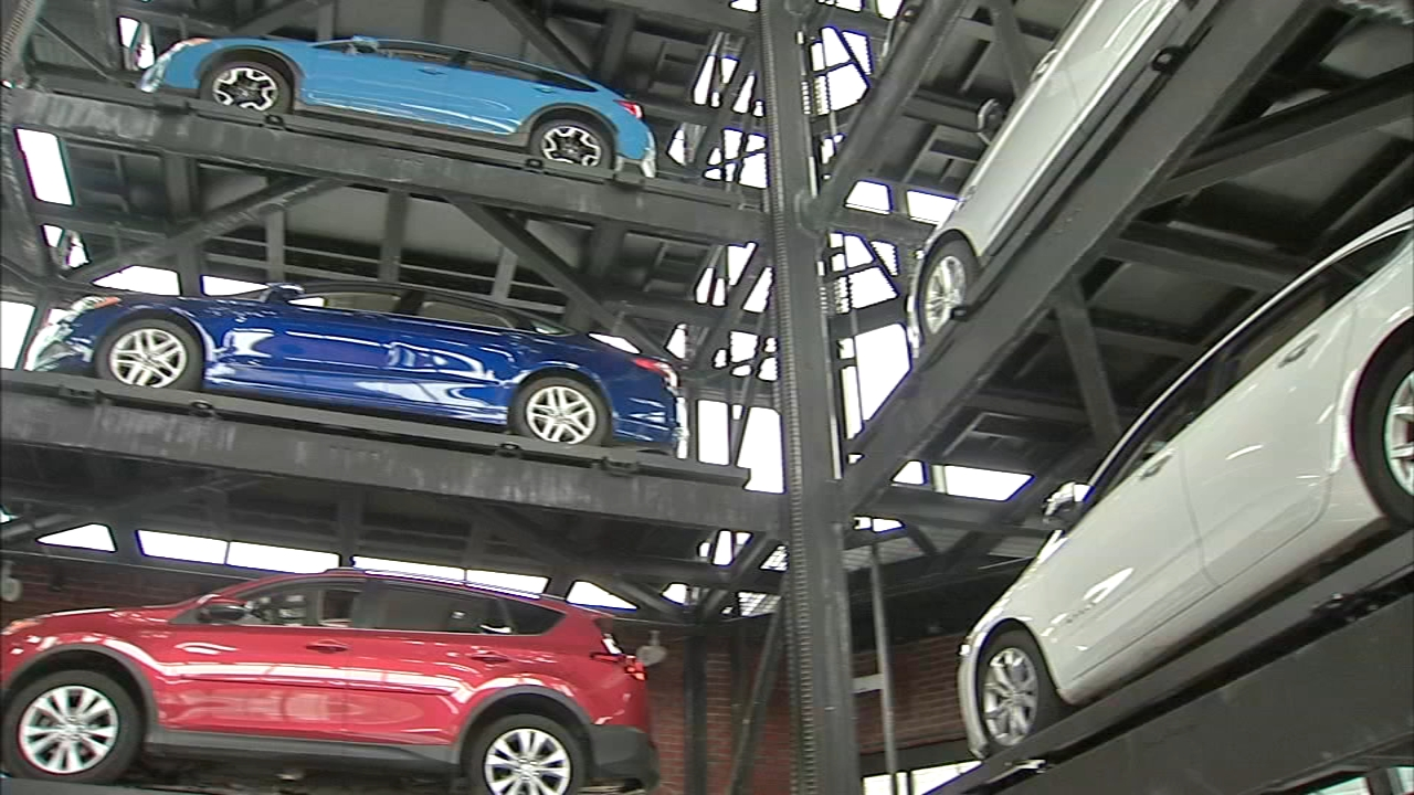 Carvana car vending machine comes to Philly: Christie Ileto reports on Action News at 11 p.m., October 11, 2018