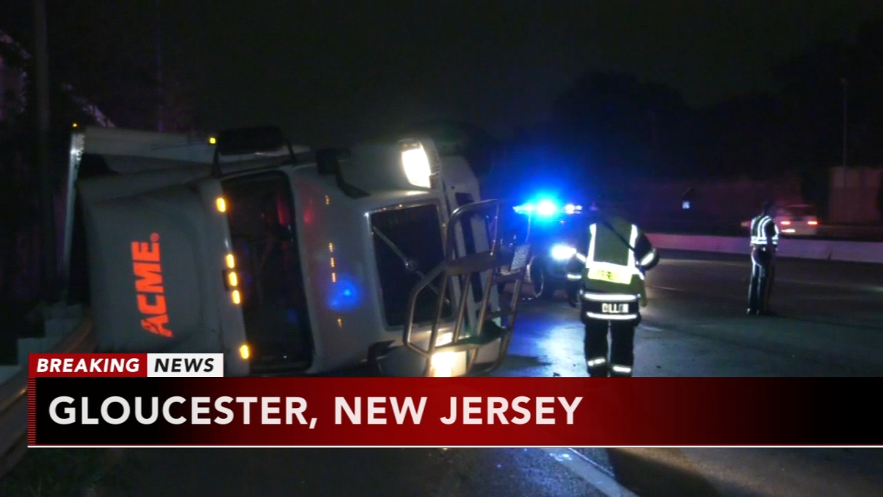 Tractor trailer crashes, overturns at base of Walt Whitman Bridge in New Jersey. Gray Hall reports during Action News at 6 a.m. on October 13, 2018.