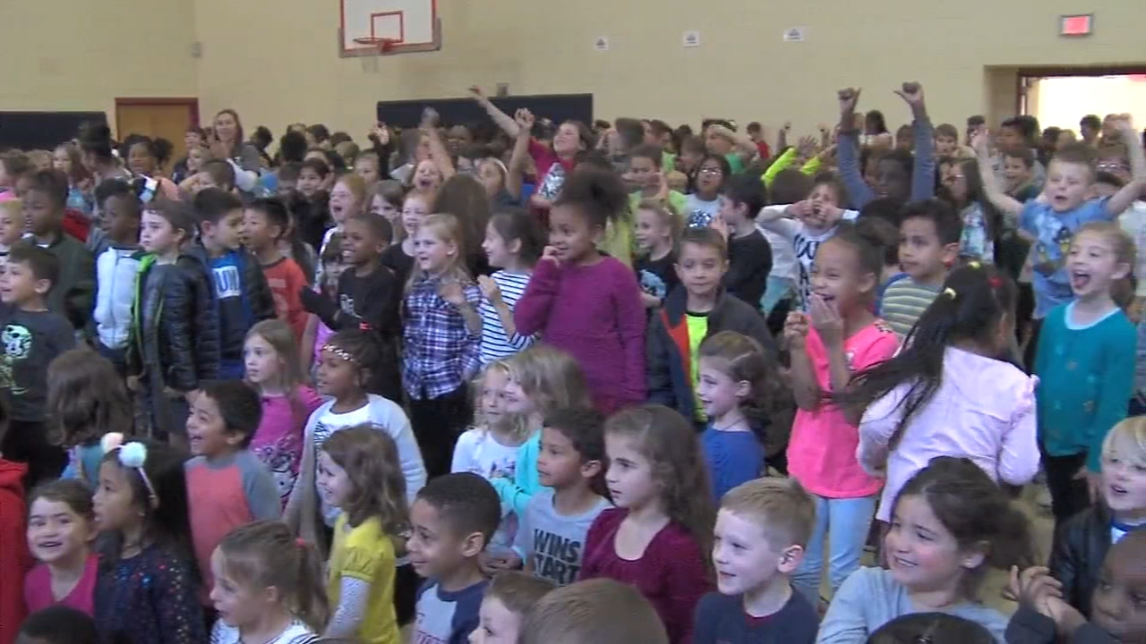 Pie eating contest at Rosyln Elementary. Gray Hall reports during Action News Mornings on October 22, 2018.