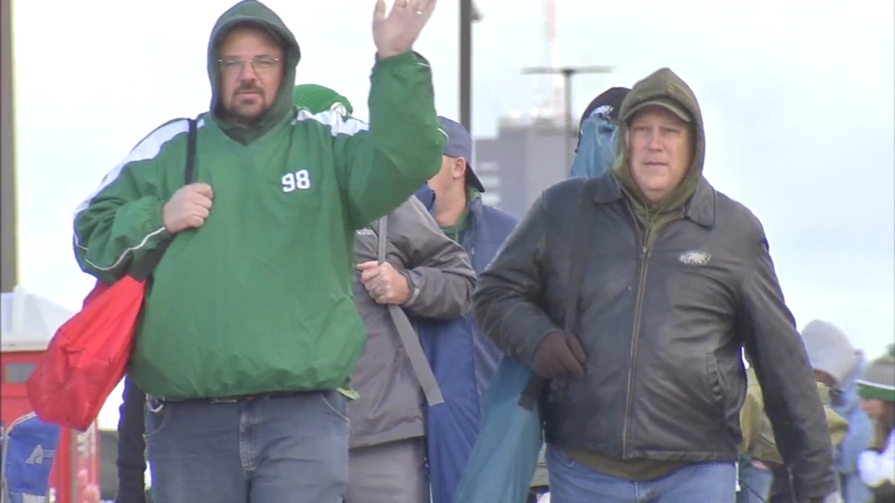 Eagles fans bear frosty temps at Linc for game against Panthers: Bob Brooks reports on Action News at 10 a.m., Sunday, October 21, 2018