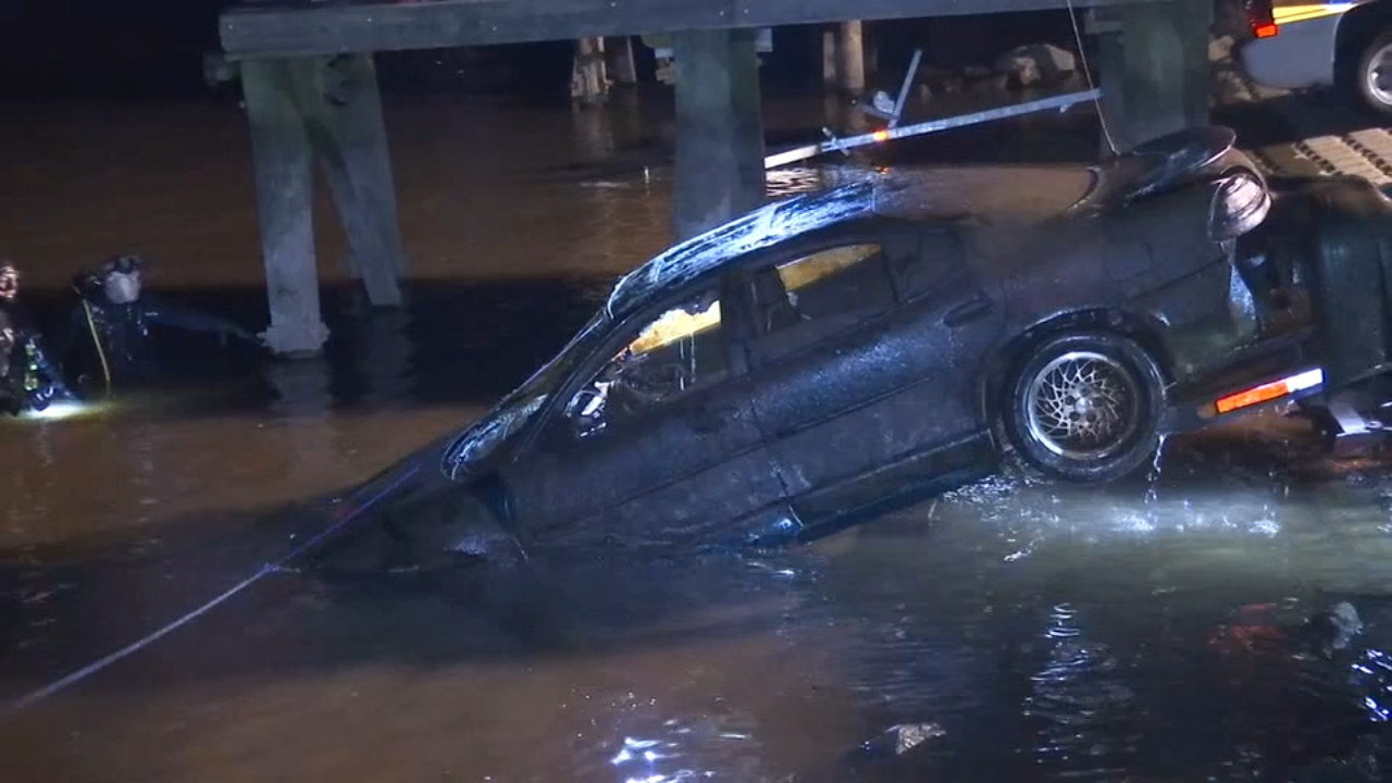 Crews pull car from Delaware River in Chester. Matt ODonnell reports during Action News Mornings on October 22, 2018.