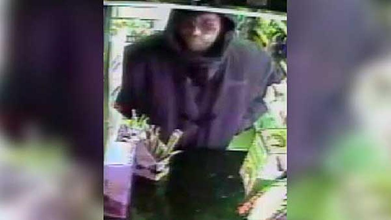 Police are looking for a robber who targeted a grocery store in South Philadelphia last week.