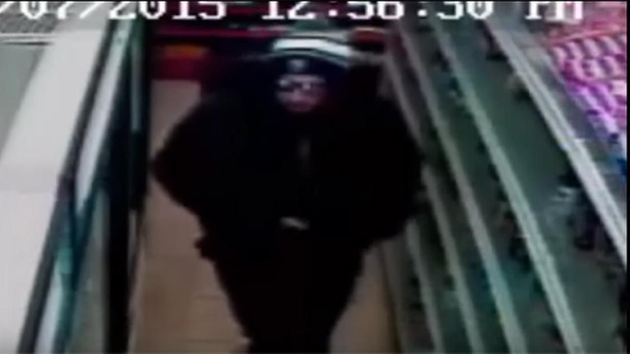 Armed robbery of South Philadelphia market caught on camera