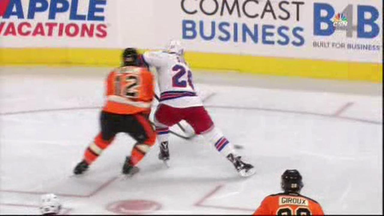 Hextall: Flyers' Michael Raffl is fine following scare on bench