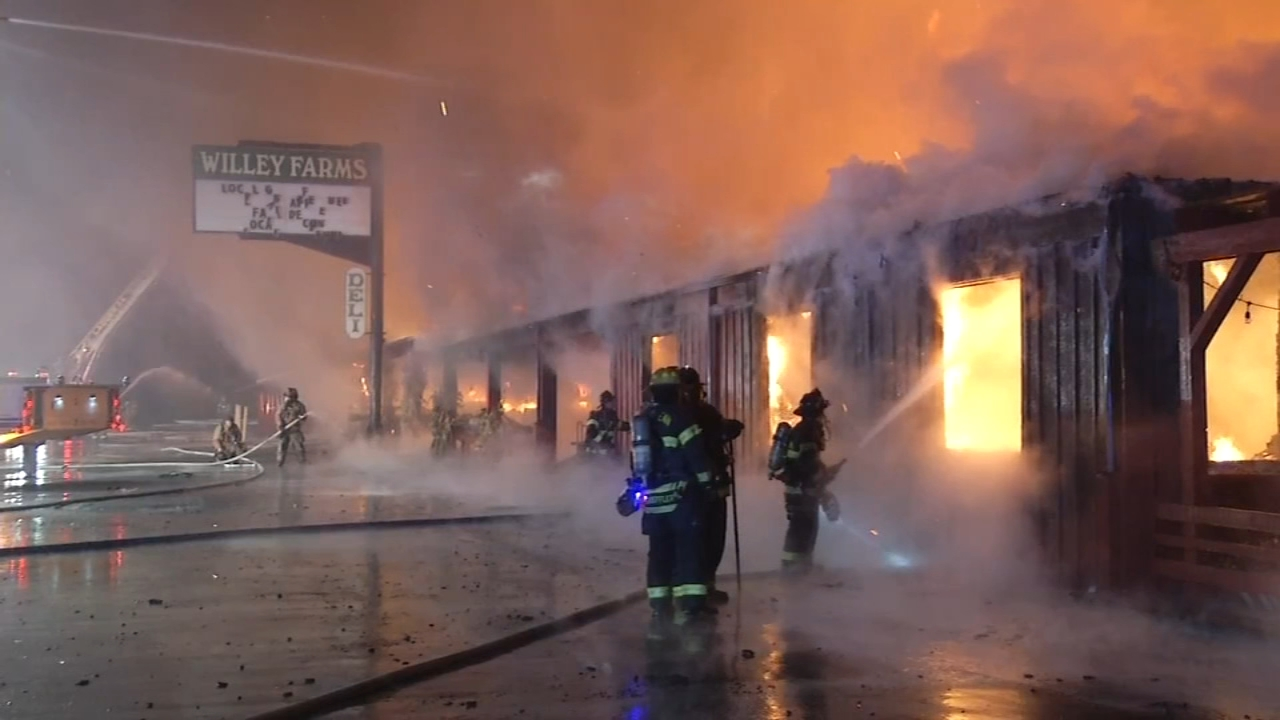 Massive fire destroys farmers market in Townsend, Delaware. Vernon Odom reports during Action News at 4:30pm on November 5, 2018.