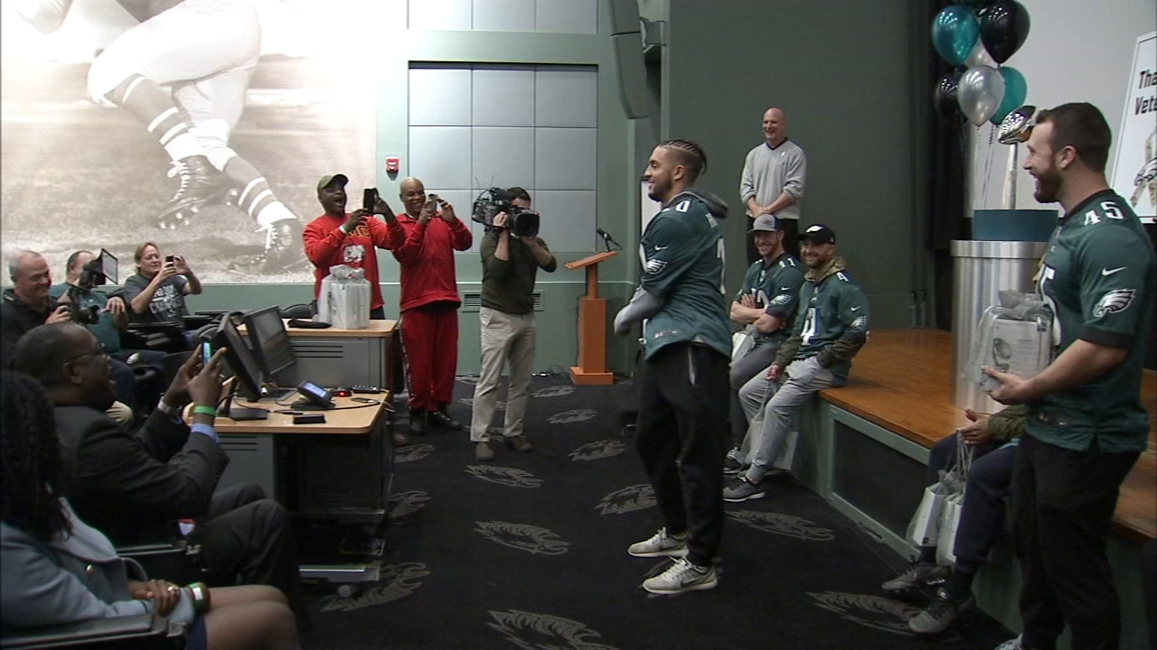 Eagles surprise local vets - and dance. Karen Rogers reports during Action News Mornings on November 6, 2018.