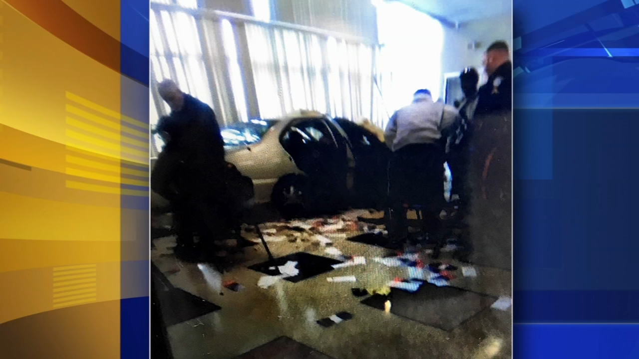 21 hurt after car crashes into NJ Social Security office. Walter Perez reports during Action News at 4pm on November 13, 2018.