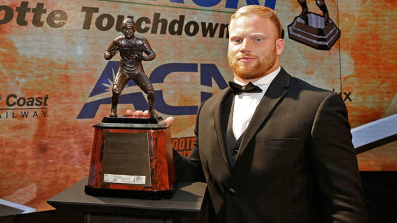 Temples Tyler Matakevich poses with the Bronko Nagurski Award for the nations top NCAA college football defensive player during a news conference before the award ceremony.