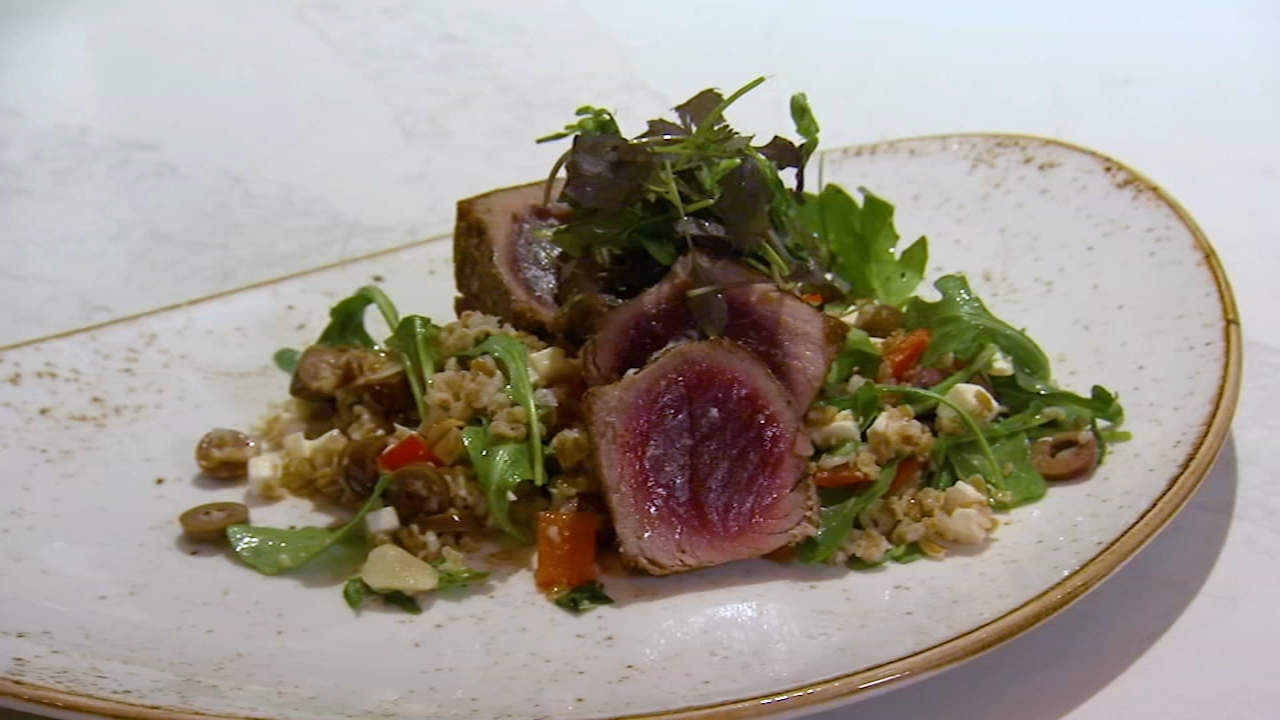 In this weeks 6 Minute Meal and a Deal, Alicia Vitarelli has the recipe for Urban Farmers Seared Tuna.