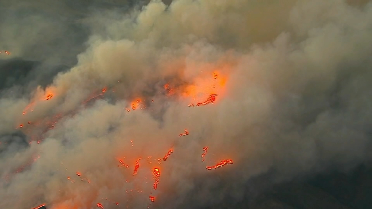 Wildfire near LA flares up again, but winds expected to drop. Nick Ciletti reports during Action News at 12 p.m. on November 14, 2018.