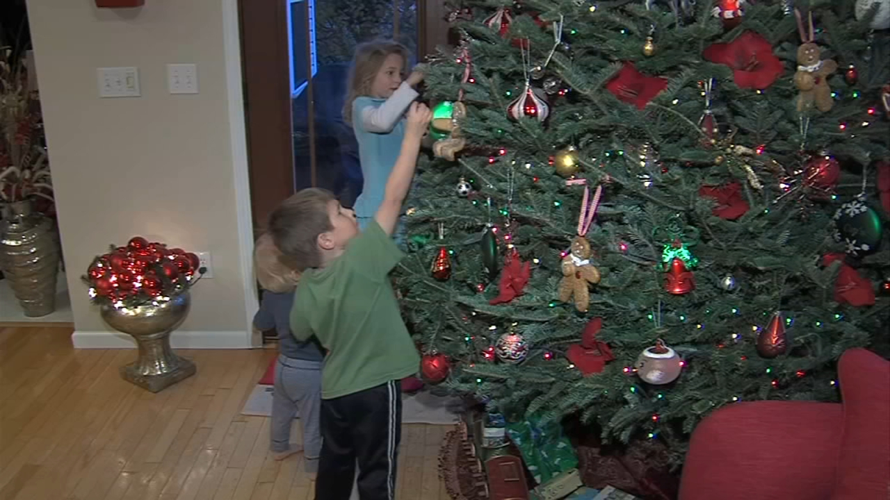 Does hearing early holiday music make you happy or a humbug? Ali Gorman reports during Action News at 5pm on November 19, 2018.