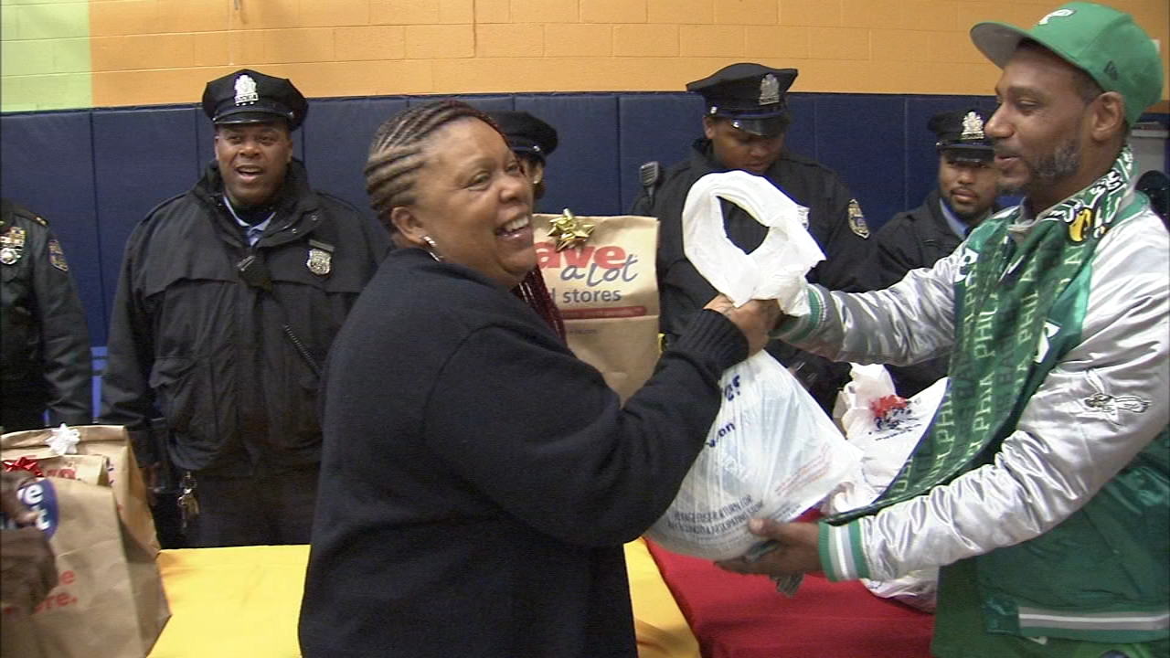 Police officers in West Philadelphia handed turkey dinners as reported during Action News at 4 on November 19, 2018.