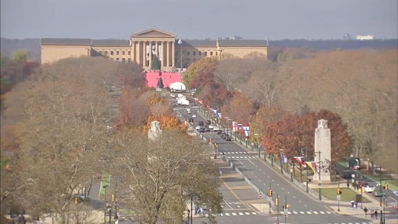 Parade preparations continue along Parkway: Walter Perez reports on Action News at 5 p.m., November 20, 2018