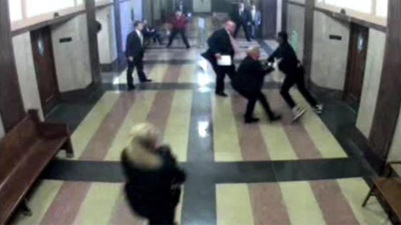D.A. tackles courthouse escapee in Okla.