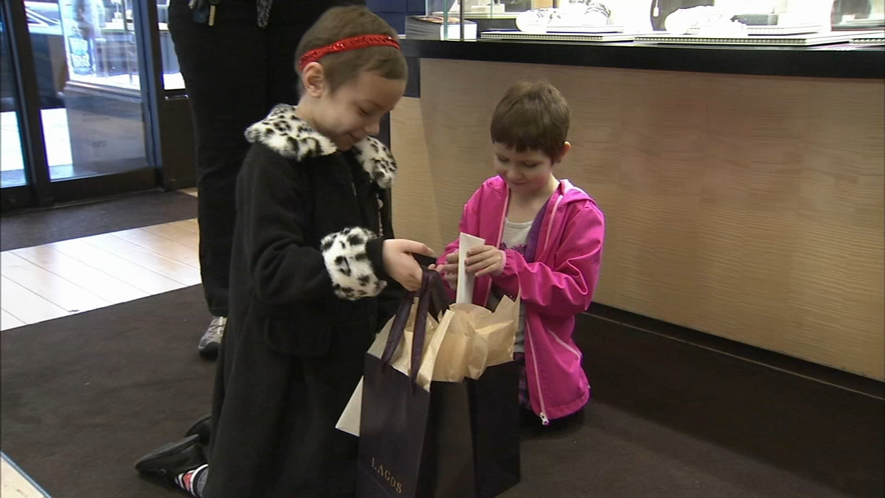 2 girls battling cancer enjoy day out in Philly. Tamala Edwards reports during Action News Mornings on December 3, 2018.