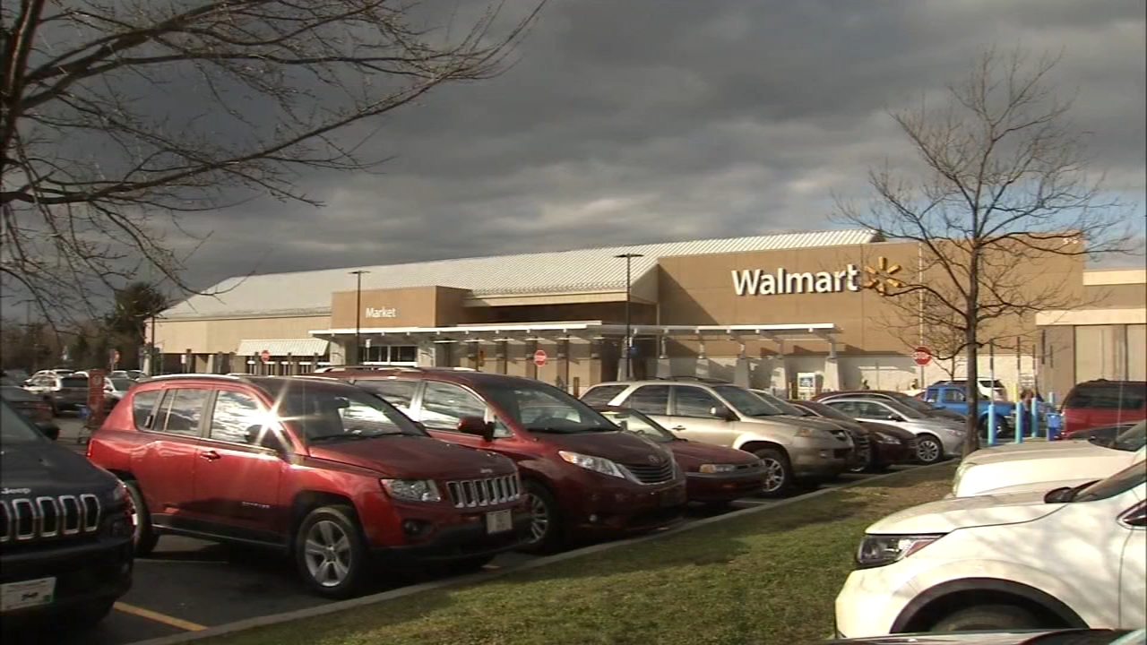 Secret Santa pays off $29K worth of layaway at Walmart: Walter Perez reports on Action News at 6 p.m., December 3, 2018