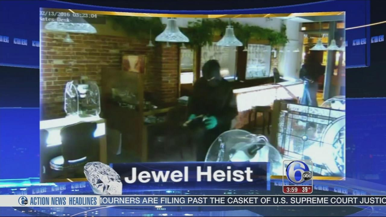 VIDEO: $400,000 in jewelry stolen from Jewelers Row store