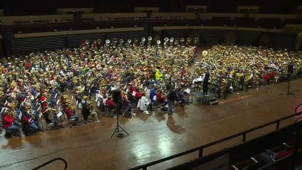 Kansas City Symphony breaks world record. Nydia Han reports during Action News at 6 a.m. on December 9, 2018.