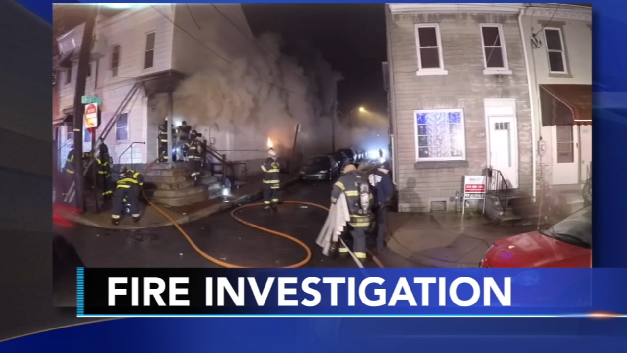 Man attempts to sneak by firefighters to enter burining building twice: Walter Perez reports on Action News at 5 p.m., December 17, 2018