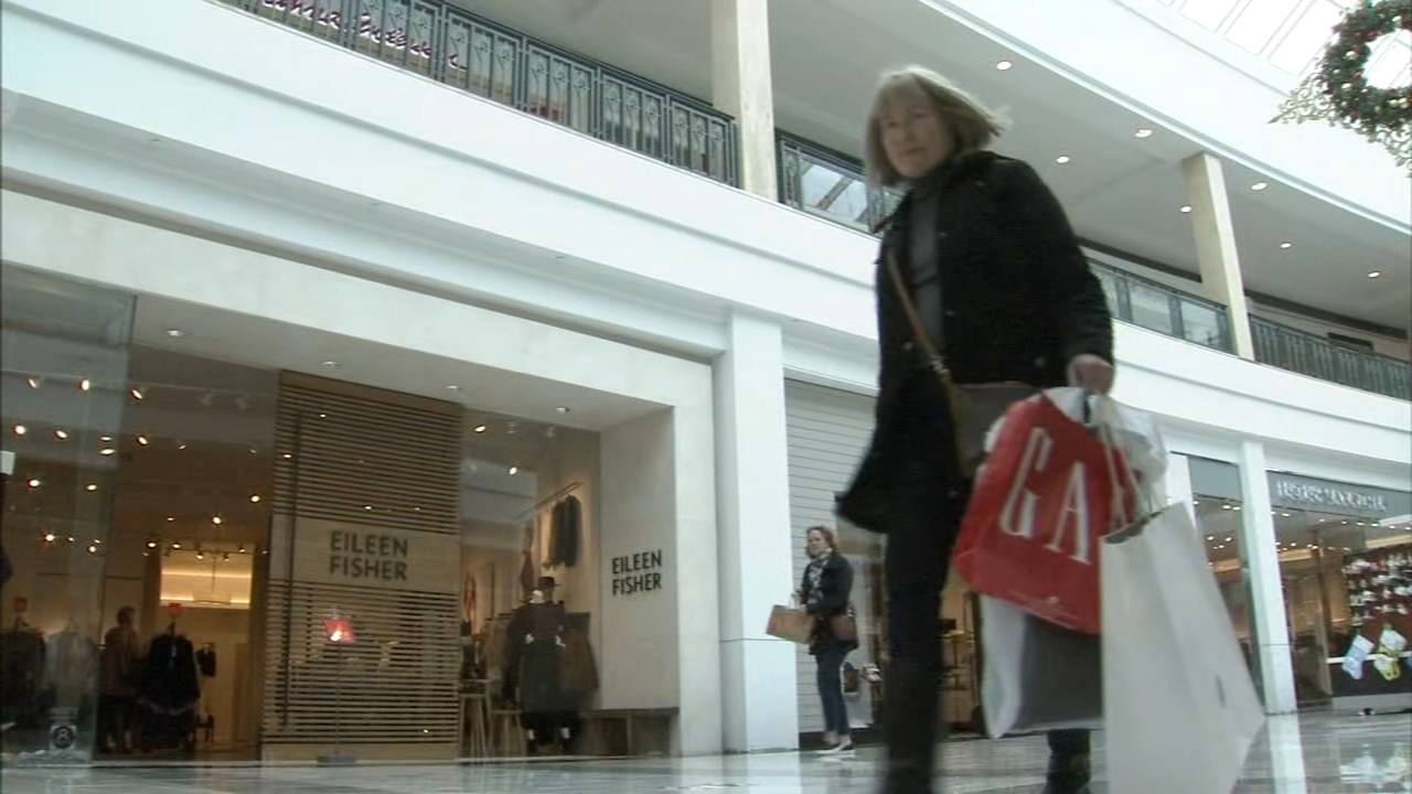 Shoppers head to KOP Mall for last-minute shopping. Maggie Kent reports during Action News at 12:30 p.m. on December 21, 2019.
