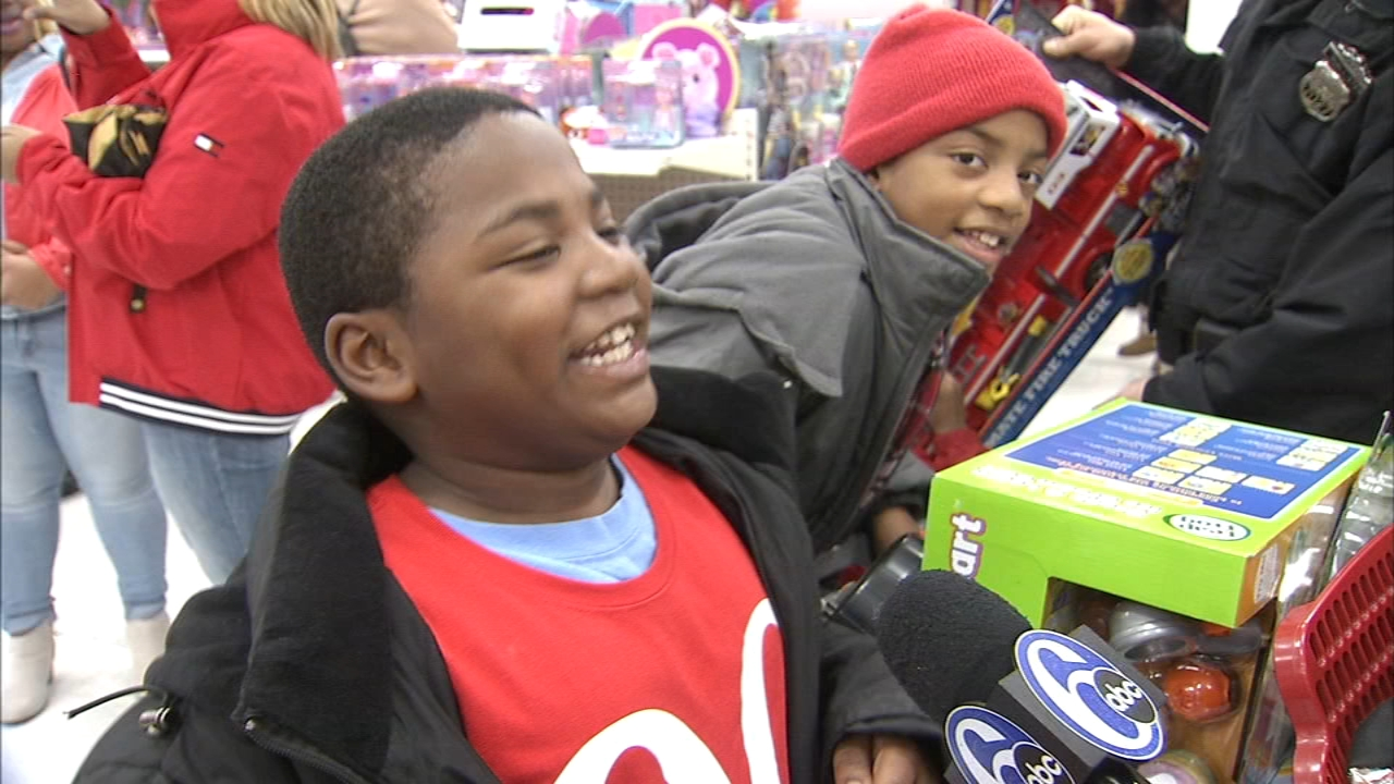 Philly police officers take kids toy shopping in Wynnefield Heights. Katie Katro reports during Action News at 5 p.m. on December 21, 2018.