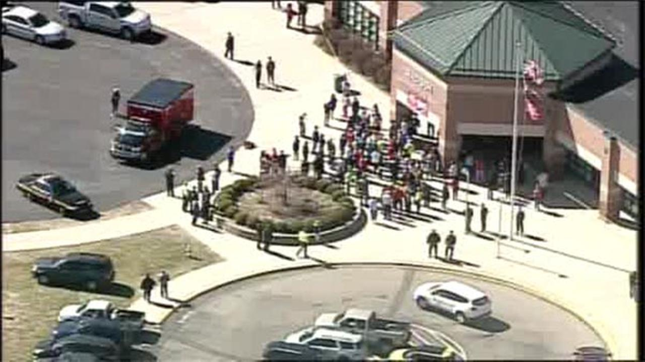 4 hurt as student opens fire in Ohio school cafeteria