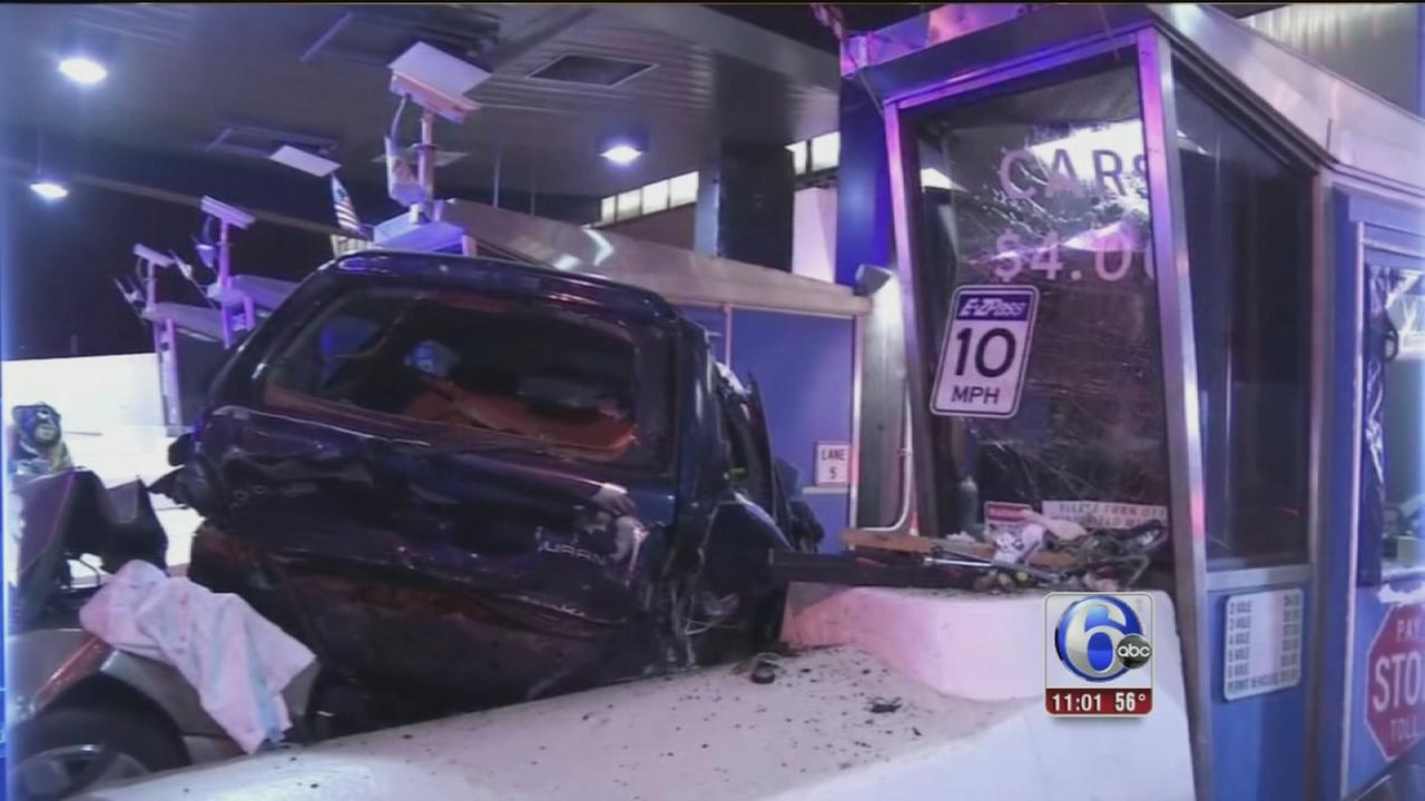 VIDEO: Multiple injuries in toll plaza crash