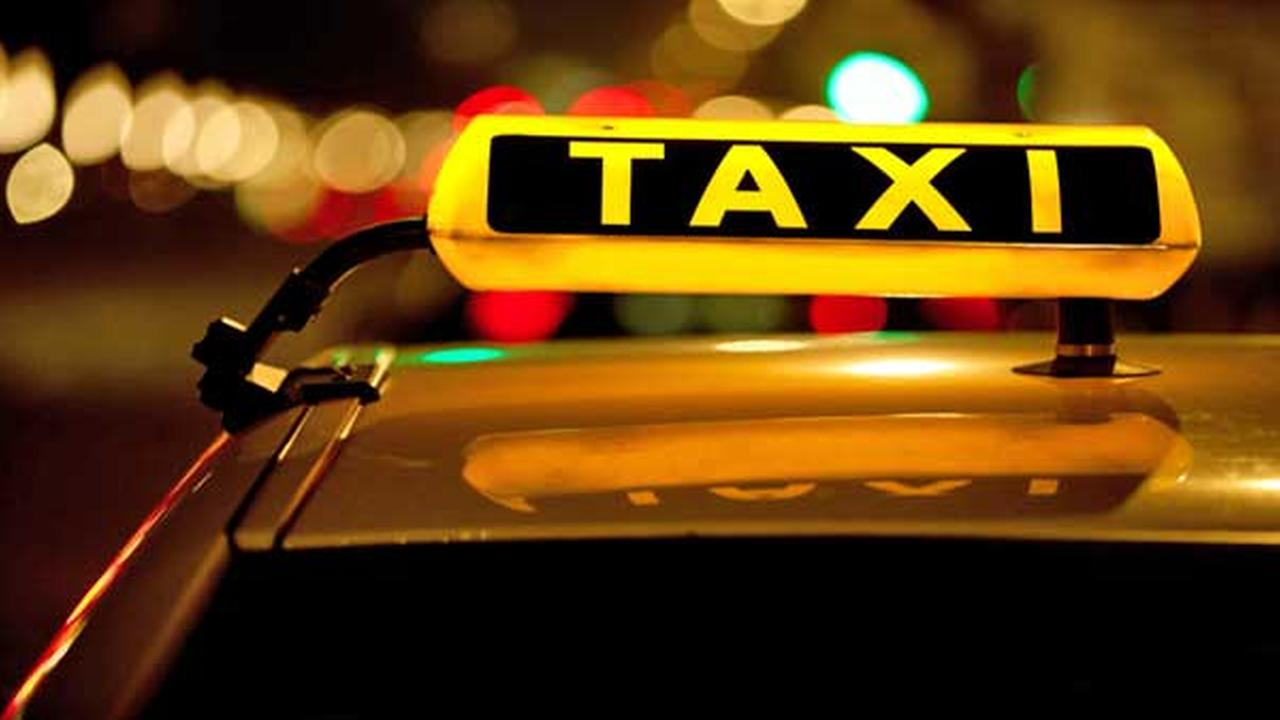 Windows on 16 taxis smashed in Rogers Park, police say