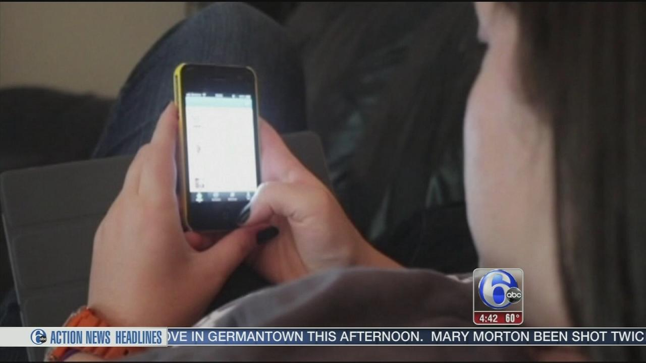 VIDEO: AMC theaters consider lifting texting ban during movies
