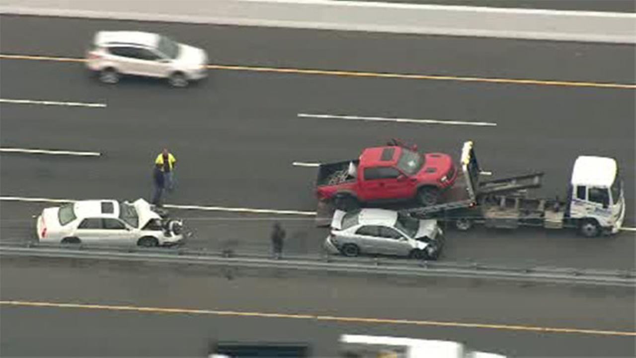 1 person hurt in NJ Turnpike crash in Mercer Co.