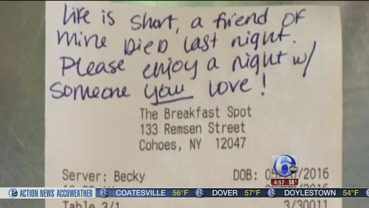 VIDEO: Waitress tip comes with request in New York