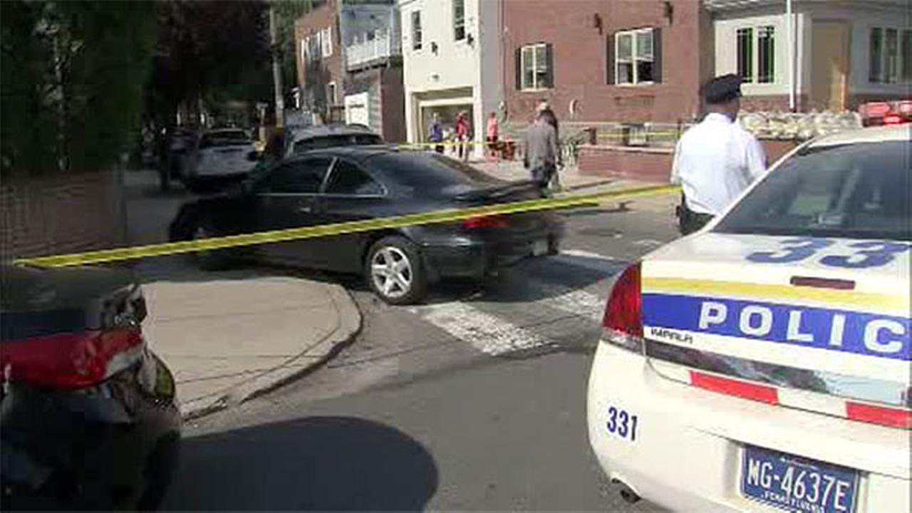 Police chase leads to crash, arrest in South Philadelphia