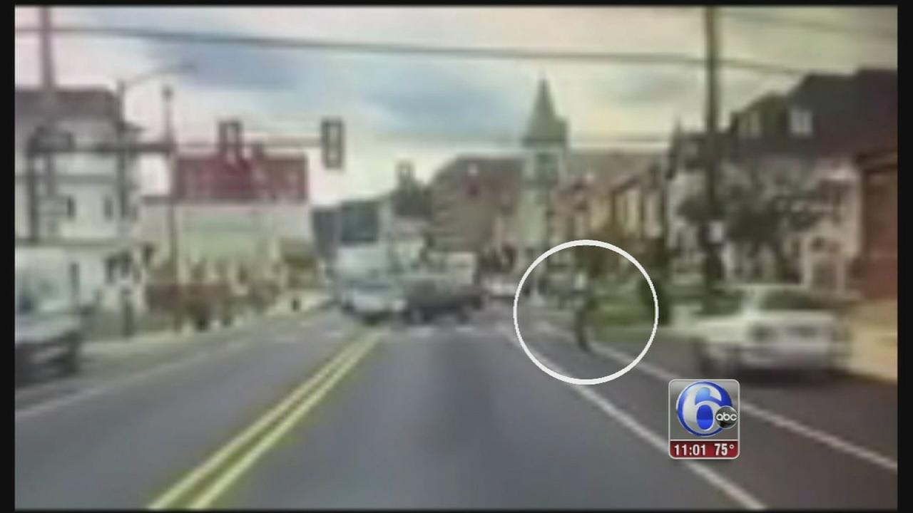 VIDEO: Suspect throws rock at officers car