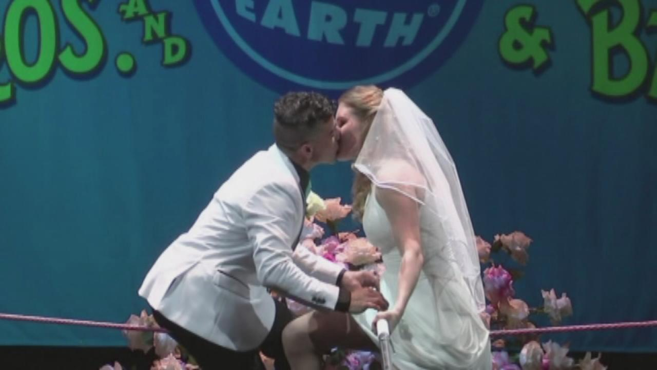 VIDEO: Circus performers wed on high wire during performance