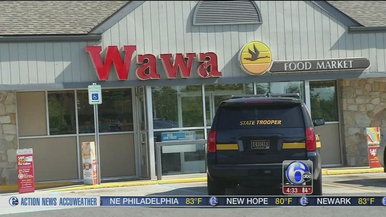 VIDEO: Clerk held at gunpoint during Wawa robbery in Delaware