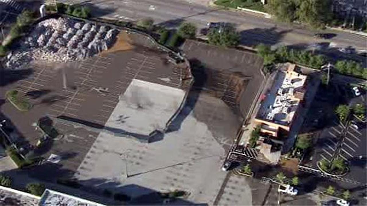 Broken water line floods mall parking lot in Montgomery County