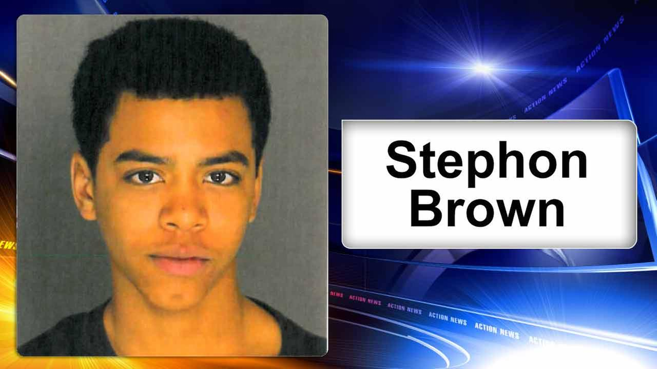 Reading, Pa. teen sought in shooting at high school football game